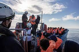Nave Msf con 322 migranti tra Licata e Sciacca chiede un porto sicuro