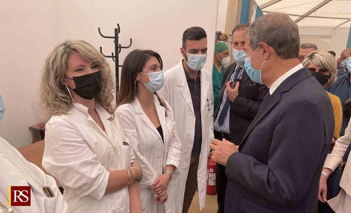 """Musumeci all'hub di Brolo: """"A settembre immunizzata maggioranza dei siciliani"""""""