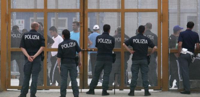 Rivolta di 30 migranti a Caltanissetta: tentativo di fuga da Pian del Lago
