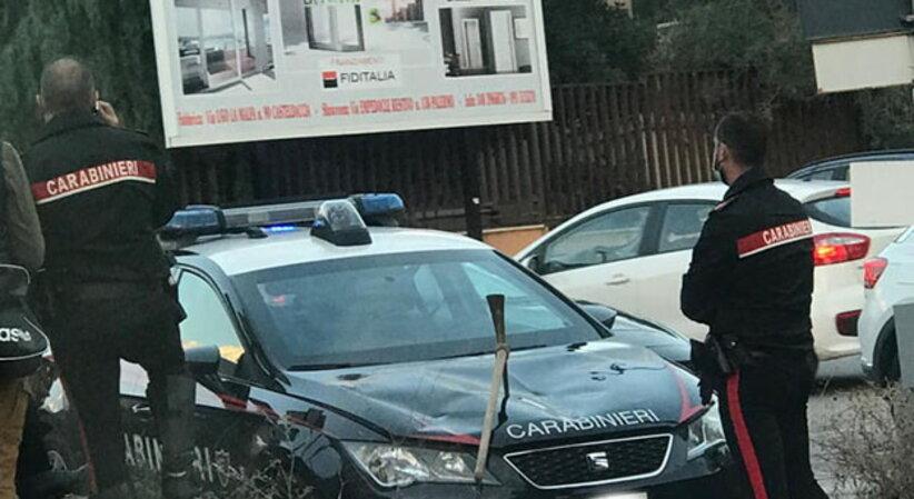 Prende a picconate auto carabinieri: arrestato a Casteldaccia