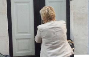 """Ragusa, scoperta """"casa a luci rosse"""" nel Centro storico: durante il blitz trovato un artigiano"""