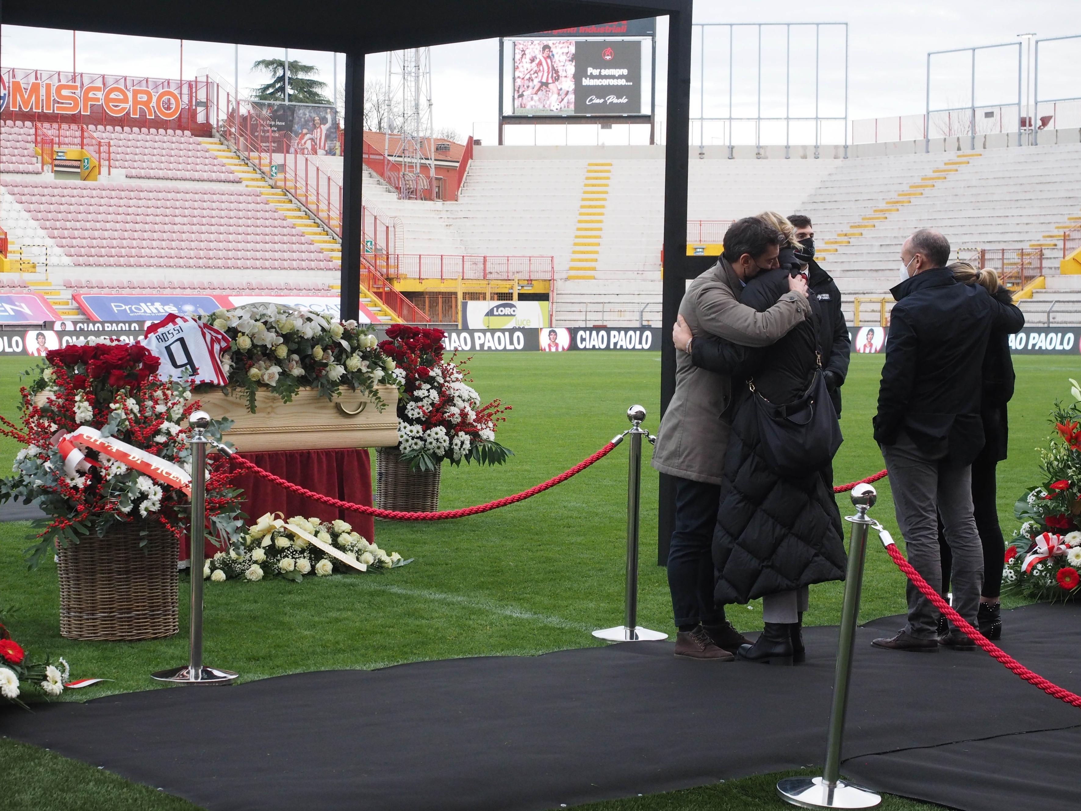 Vicenza rende omaggio al suo campione, domani i funerali di Pablito al Duomo
