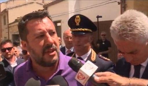 Salvini contestato pure a Vittoria, il leader della Lega va nella 'casa del dolore'
