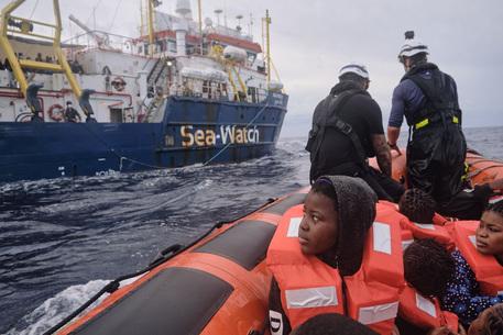 Migranti, Resq con 34 a Lampedusa: pressing di Sea Watch per 412