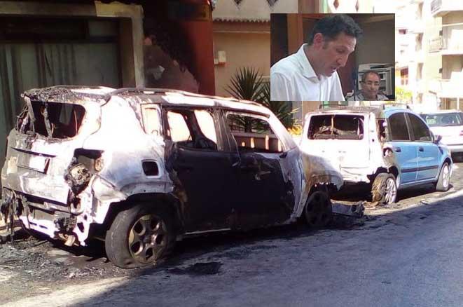 Avvertimento col fuoco a Gela: bruciate due auto al vice sindaco