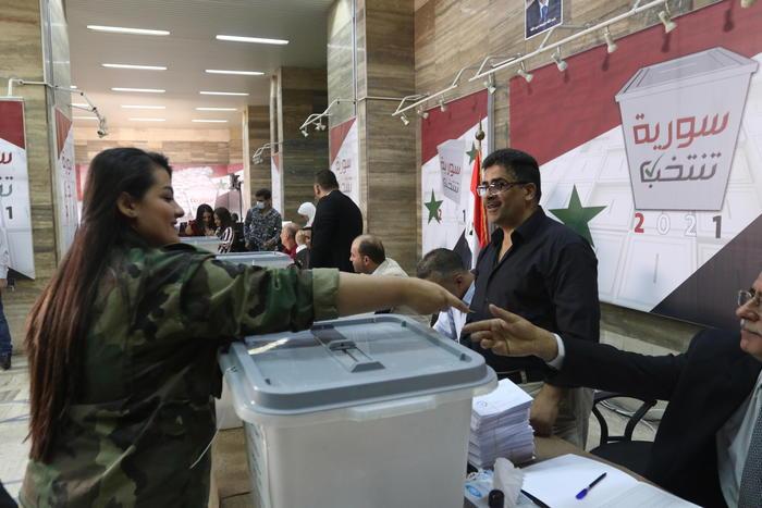 La Siria va al voto, scontata la vittoria di Assad