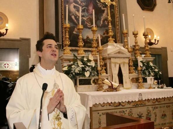Coi soldi delle offerte acquistava droga: prete arrestato a Prato