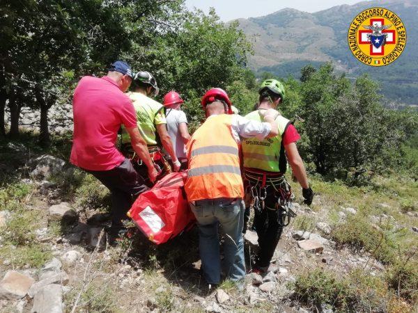Turista cade in un dirupo, salvato a Filicudi dalla polizia