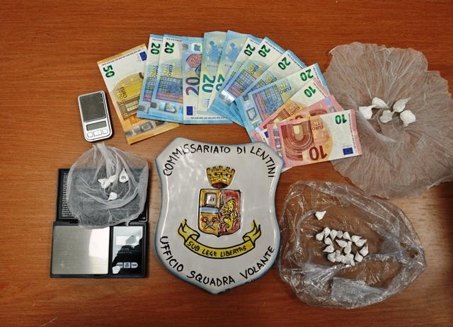 Dosi ci cocaina in auto ed a casa: arrestato a Lentini