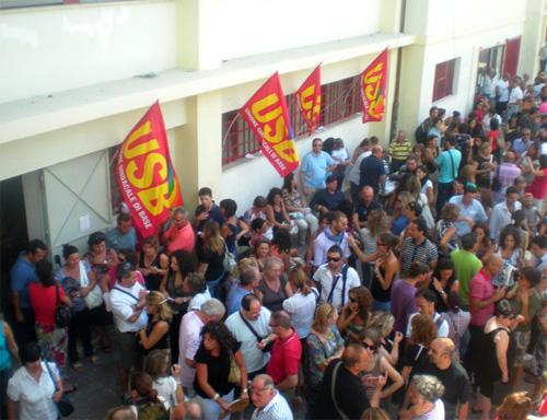 """Sit-in dei precari a Reggio Calabria: """"Sfruttare decreto Madia"""""""
