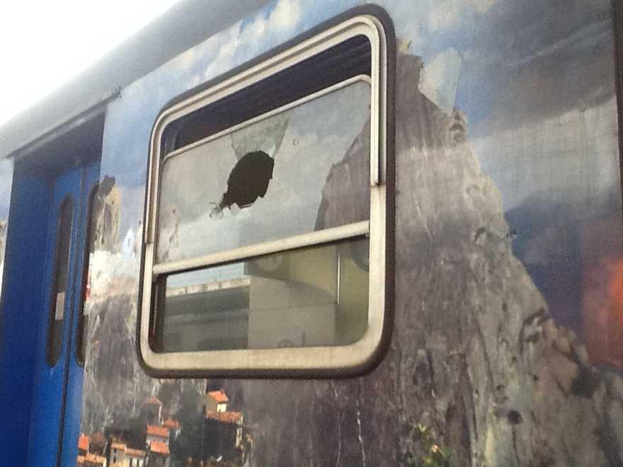 Bagheria, lancia sassi contro i treni: denunciato un quindicenne