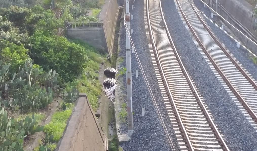 Tre bulgari sorpresi a rubare cavi di rame sulla linea ferroviaria Catania-Messina