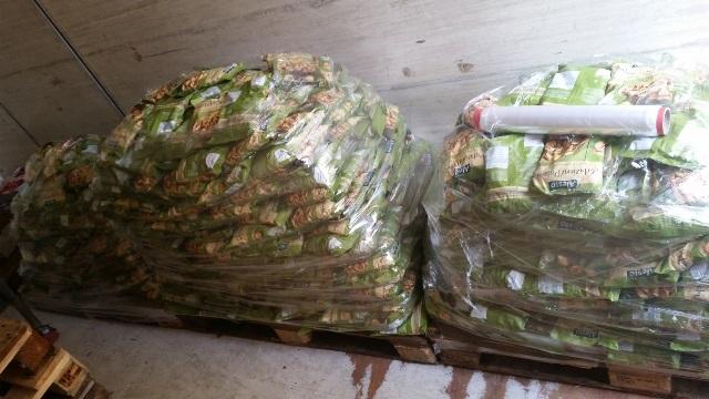 Catania, rubano sacchetti di pistacchi per 7.000 euro da un treno merci: arrestati