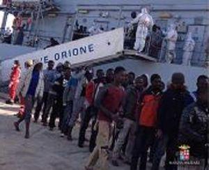 Nave Orione arrivata nel porto di Augusta con 464 migranti