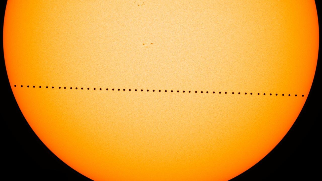 Domani la danza di Mercurio sul sole provocherà una mini eclissi