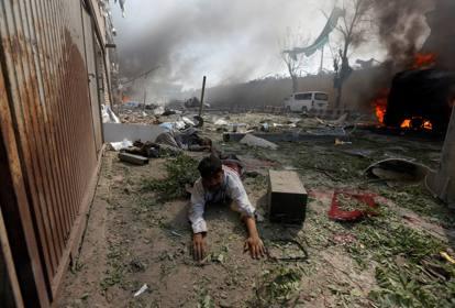 Esplode un'autobomba in Afghanistan, almeno 15 morti
