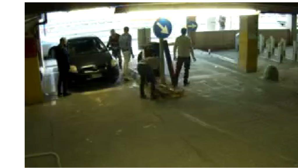 Siracusa, per uccidere la noia devastano la barra di protezione del parcheggio Talete