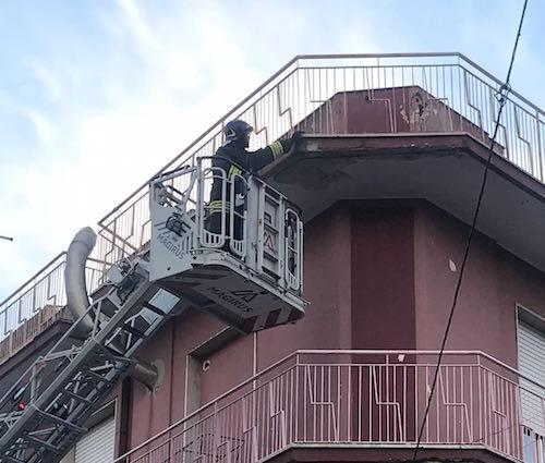 Tragedia sfiorata a Priolo Gargallo, cede un balcone in via Palestro