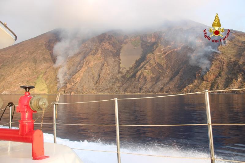 Stromboli, rimane l'allerta gialla: dopo la paura escursioni vietate