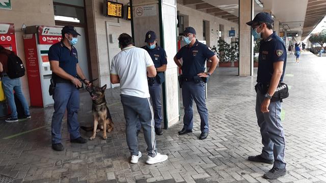 Polfer blocca a Palermo 6 stranieri sul treno per Roma