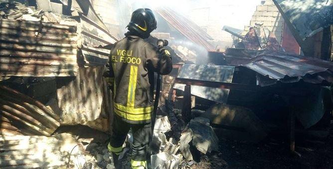 Incendio distrugge capannone agricolo in provincia di Vibo Valentia