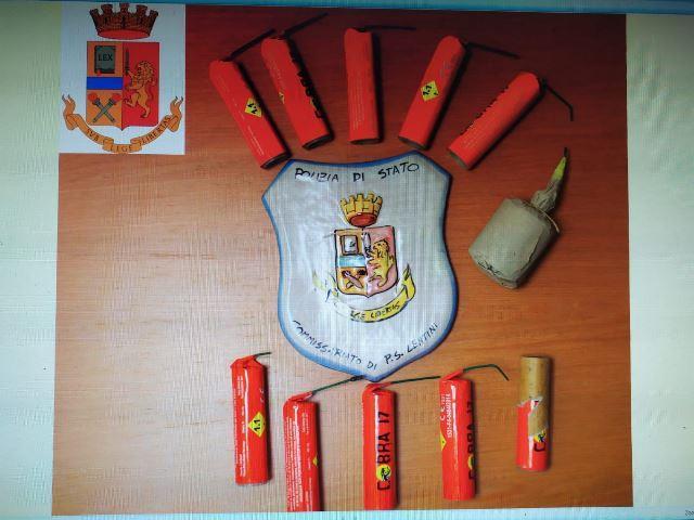 Lentini, litiga con la moglie: in casa gli trovano esplosivi: arrestato