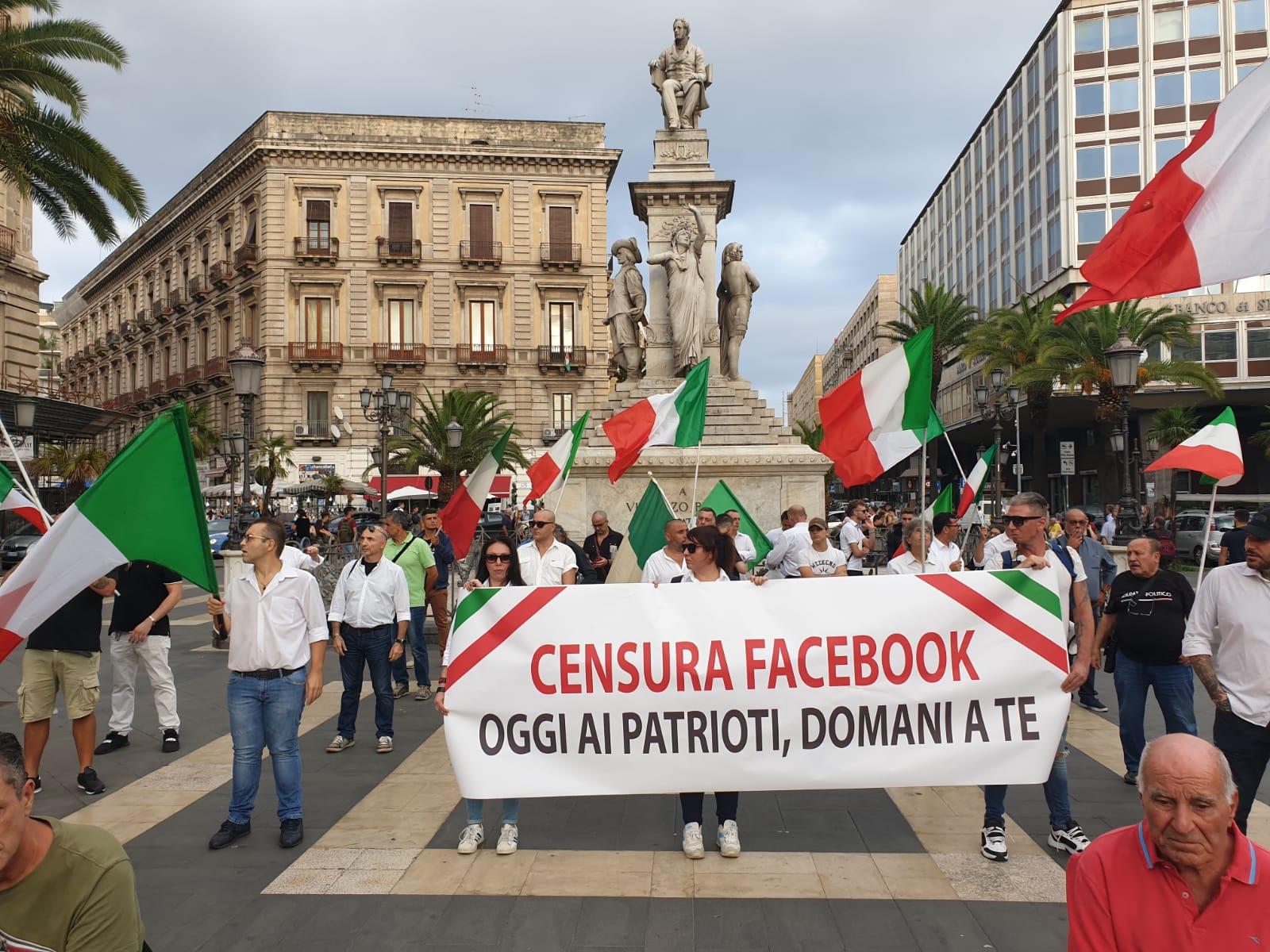 Forza Nuova in piazza a Catania contro la censura di Facebook