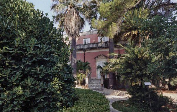 Siracusa, pulizia straordinaria per il parco di Villa Reimann