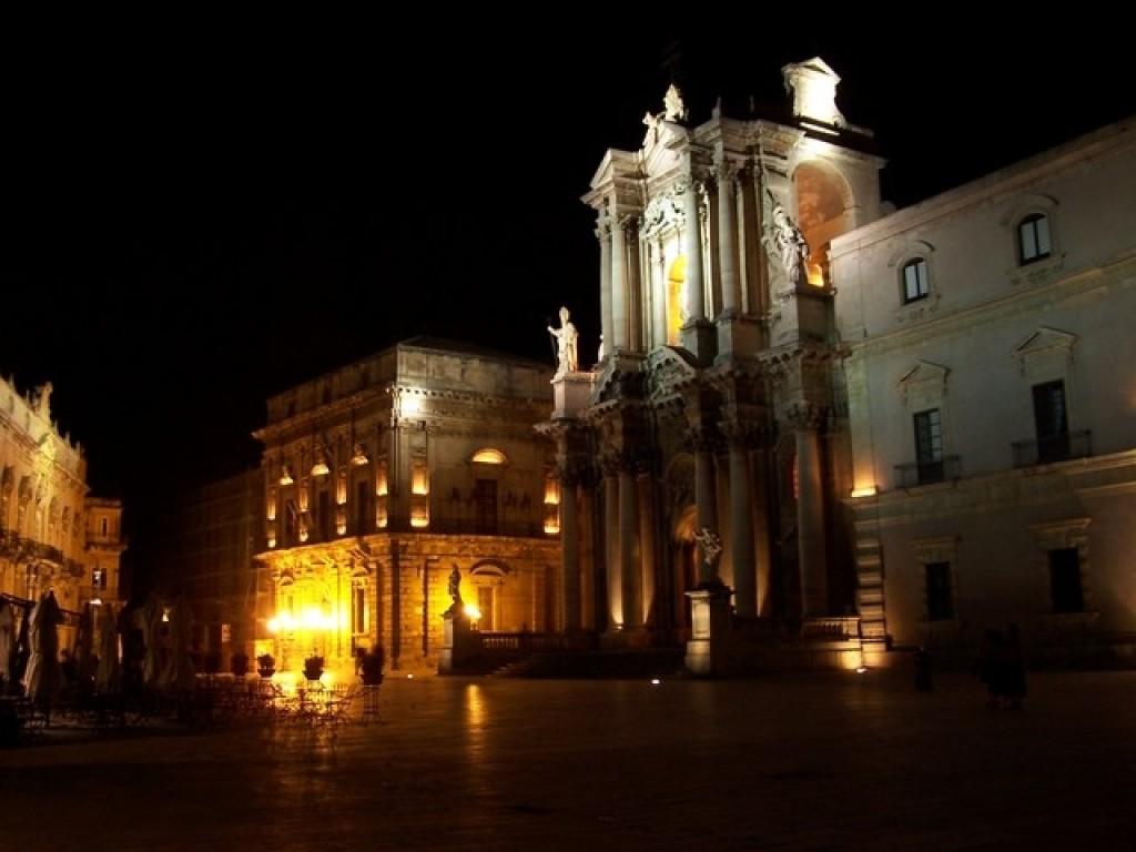 Siracusa, luce fredda per Piazza Duomo: insorgono consiglieri di Ortigia