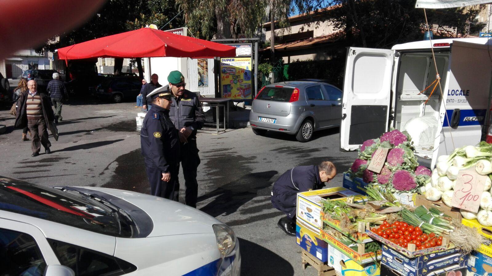 Catania, operazione anti abusivismo commerciale di Vigili urbani e Guardia di Finanza