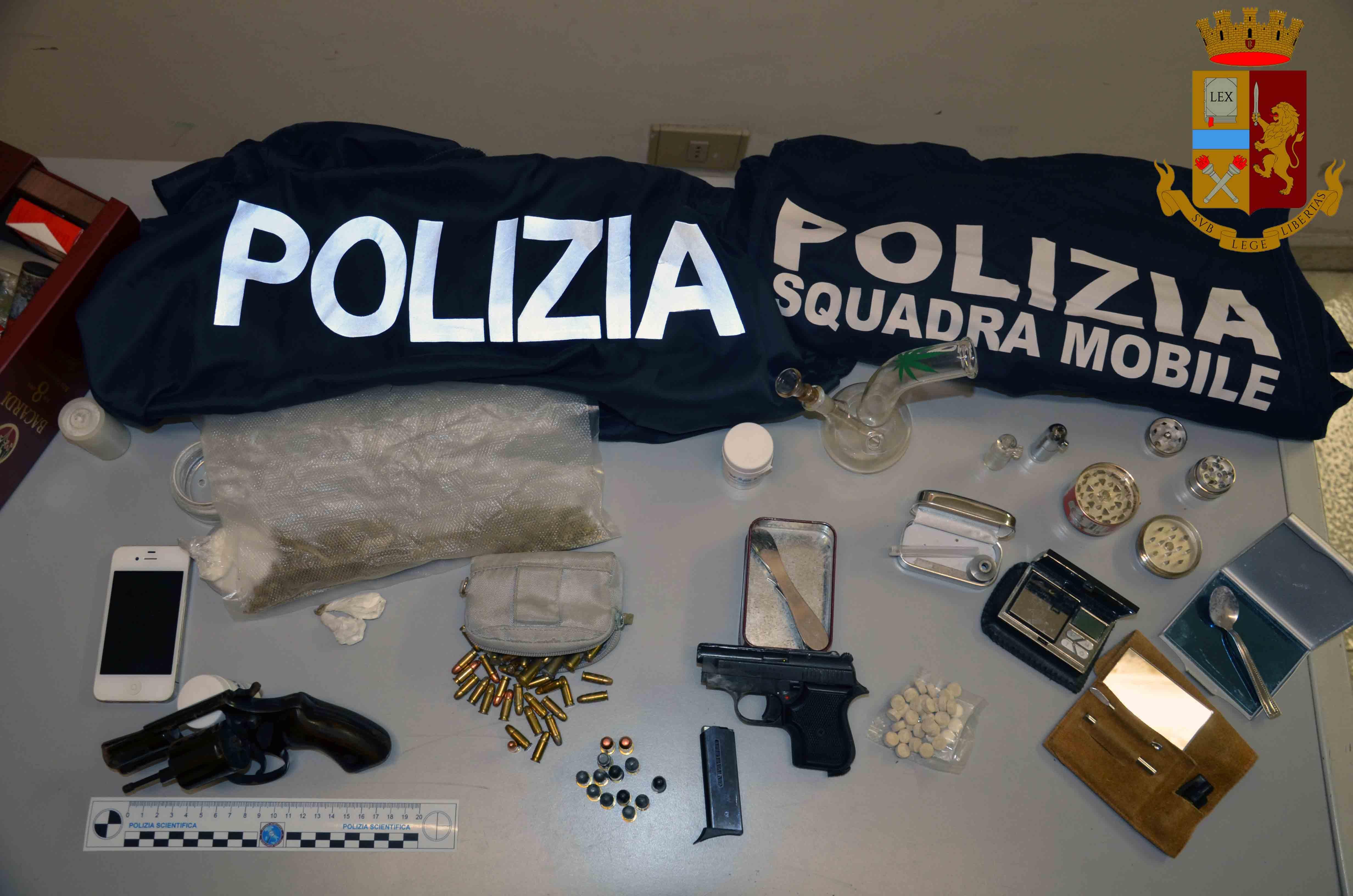 Vittoria, in garage nascondeva armi e droga: incensurato arrestato