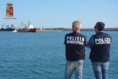 Migranti, sbarco a Pozzallo: identificati 4 presunti scafisti
