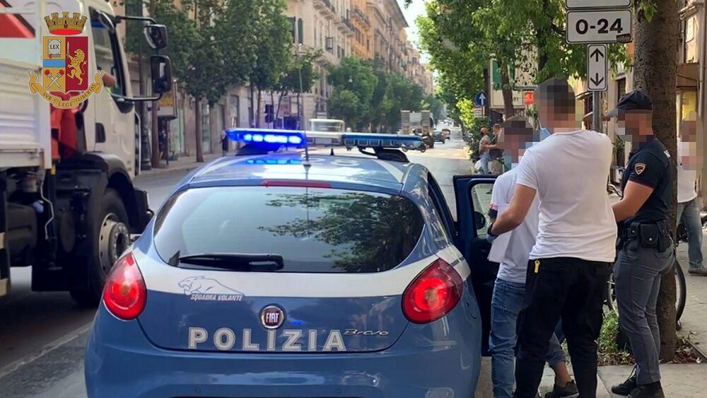 Rapinavano passanti a Ballarò, 2 arresti a Palermo