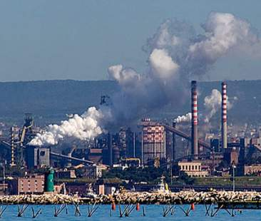 Petrolchimico di Siracusa, più di 1100 segnalazioni per inquinamento da idrocarburi