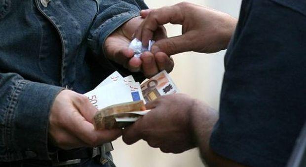 Giarre, un market della droga a cielo aperto: un arresto