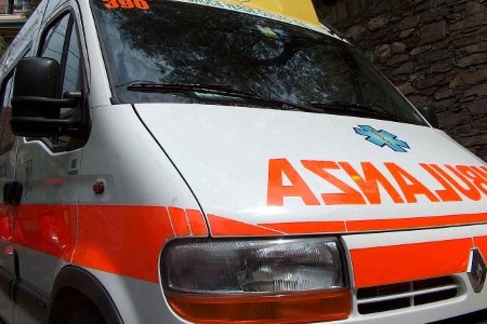 Aggredito dai condomini finisce in ospedale a Siracusa