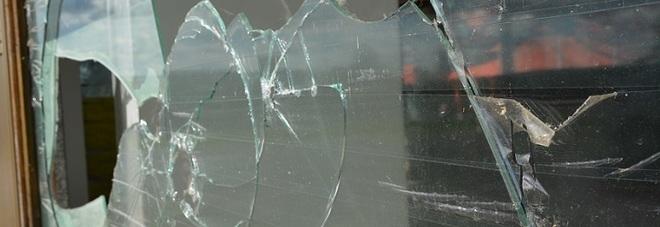 Catania, spacca vetrata di una trattoria: arrestato