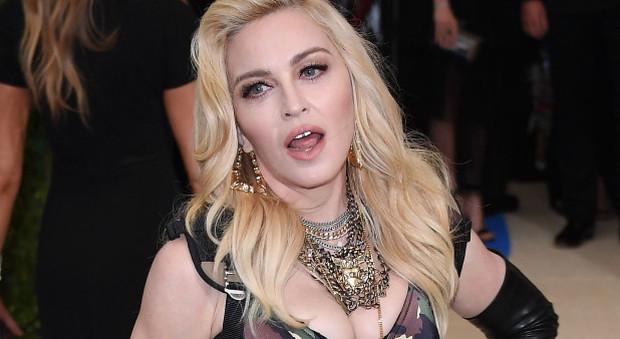 Hacker Usa ruba i dati di Madonna, De Niro e Lady Gaga