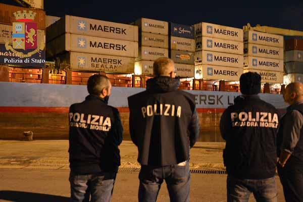 Migranti, sbarco a Pozzallo: arrestato lo scafista della nave cargo