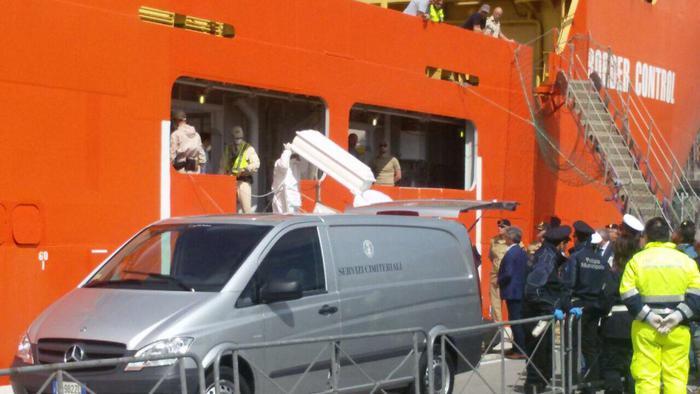 Migranti: a Scicli i funerali del piccolo nigeriano morto in mare