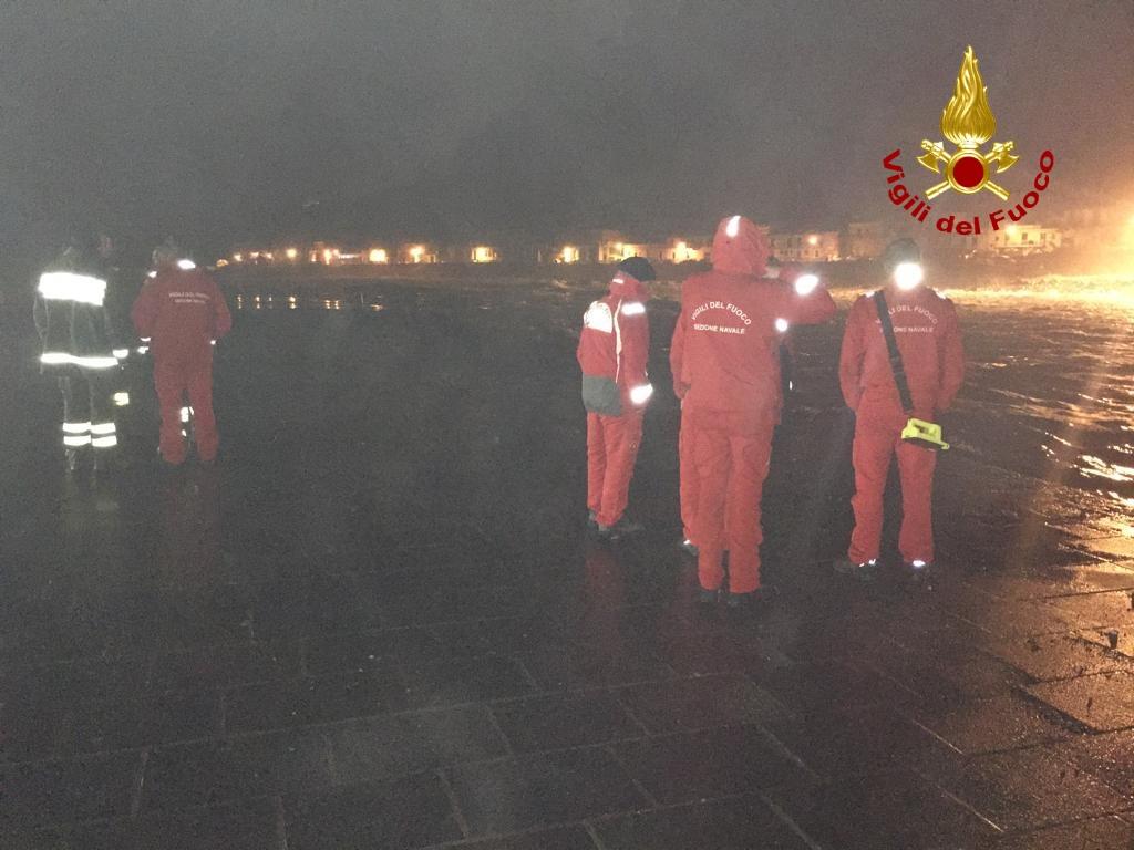 Tragedia  ad Acireale, auto con tre giovani finisce in mare: sono dispersi