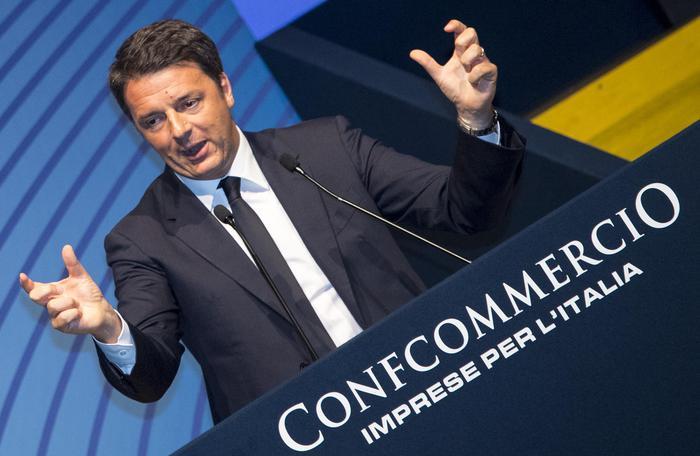 Assemblea Confcommercio, Renzi fischiato sugli 80 euro