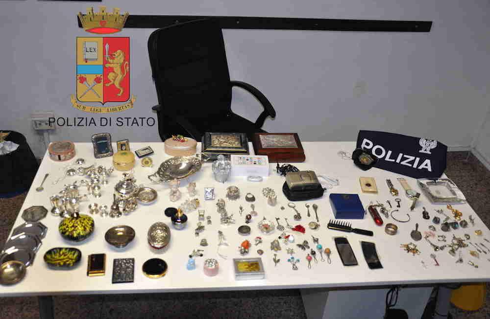 Polizia Di Stato Oggetti Rubati.Comiso Perquisizioni A Casa Di Pregiudicati Trovati Oggetti Rubati Nuovo Sud