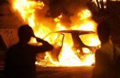 Siracusa, altra intimidazione con il fuoco: bruciata una Bmw