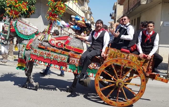 Sfilata dei carretti siciliani a Rosolini il 14 aprile ma nel pomeriggio