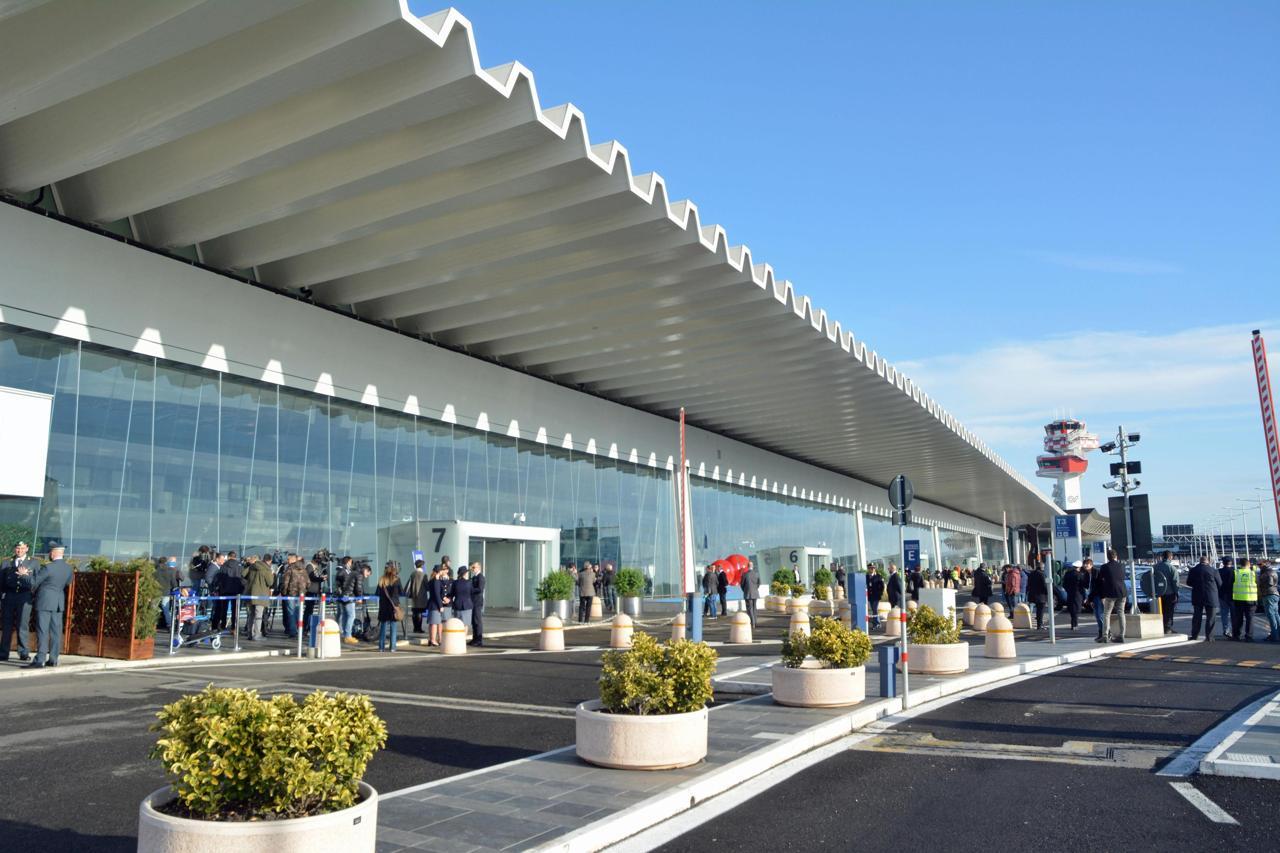 Roma - Arrestati 3 funzionari corrotti degli uffici doganali dell'aeroporto