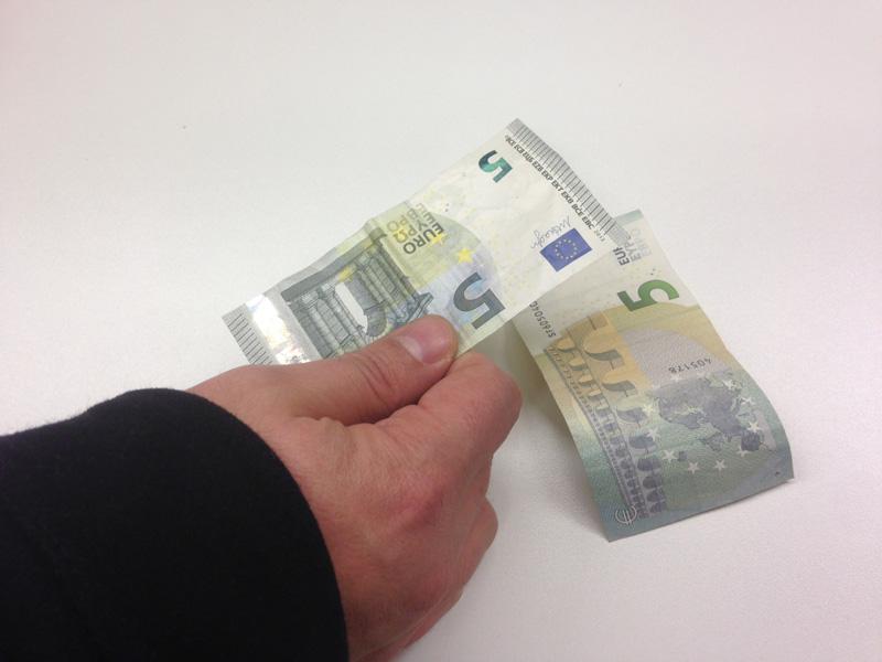 """""""Dammi 5 euro"""", un uomo denunciato a Noto per estorsione"""