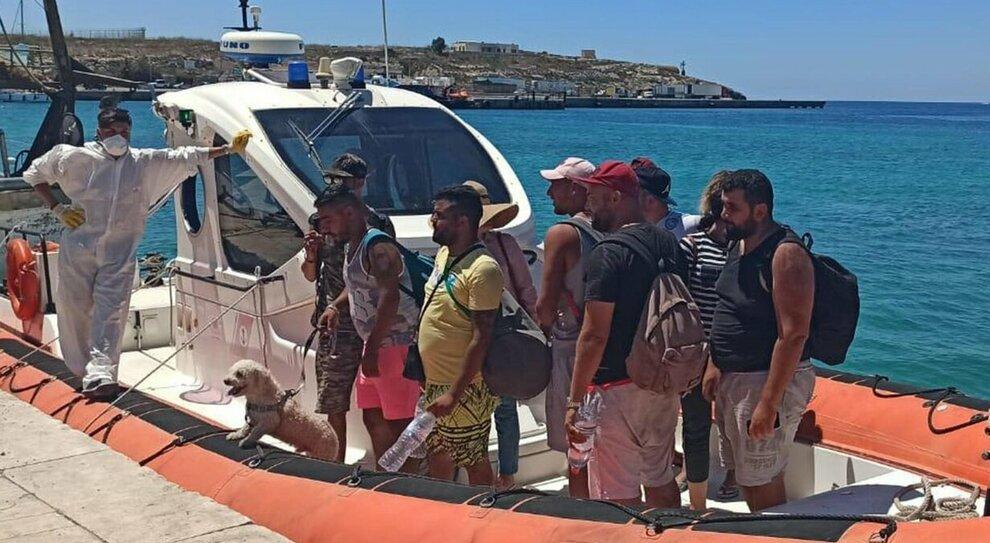 Ventisei immigrati tunisini sbarcano  a Lampedusa