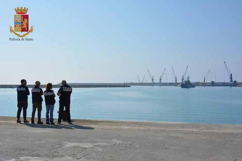 Migranti: arrestato presunto scafista a Ragusa, era già espulso