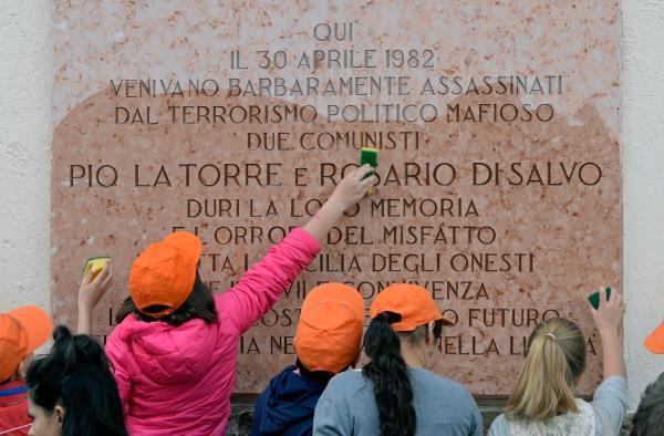 """""""Non si chiuda il Centro Pio La Torre di Palermo"""", l'appello dei docenti"""